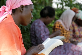 IMG_9813_Africa_Women_Learning_Story_Reading_03