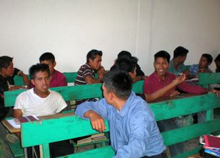 Central_American_Bible_school_students_retell_in_pairs